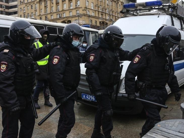 'Несовместимо с Конституцией': Питерский омбудсмен поражен действиями полиции
