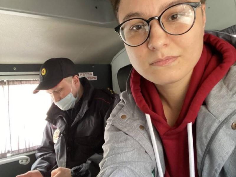 В Мурманске обстреляли штаб Навального, а его координаторку задержали