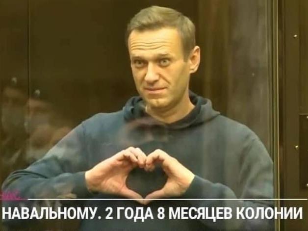'Его там медленно убивают': От Москальковой требуют помочь Алексею Навальному