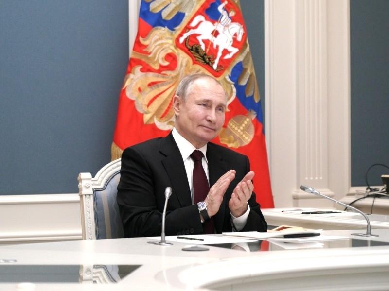 На активиста завели уголовное дело за надпись на маске 'Путина – в отставку!'