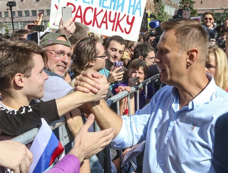 Навальный вышел на второе место по уровню доверия среди молодежи