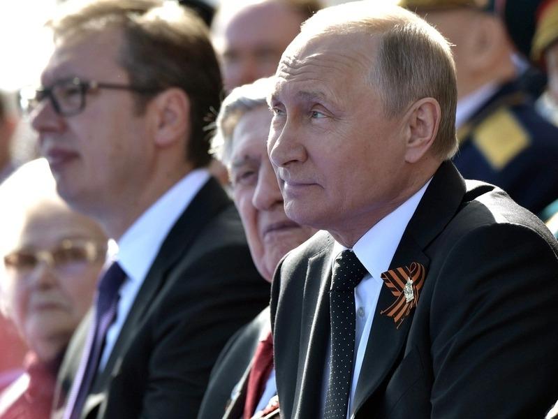 'Год не юбилейный': Кремль не станет приглашать мировых лидеров на парад Победы