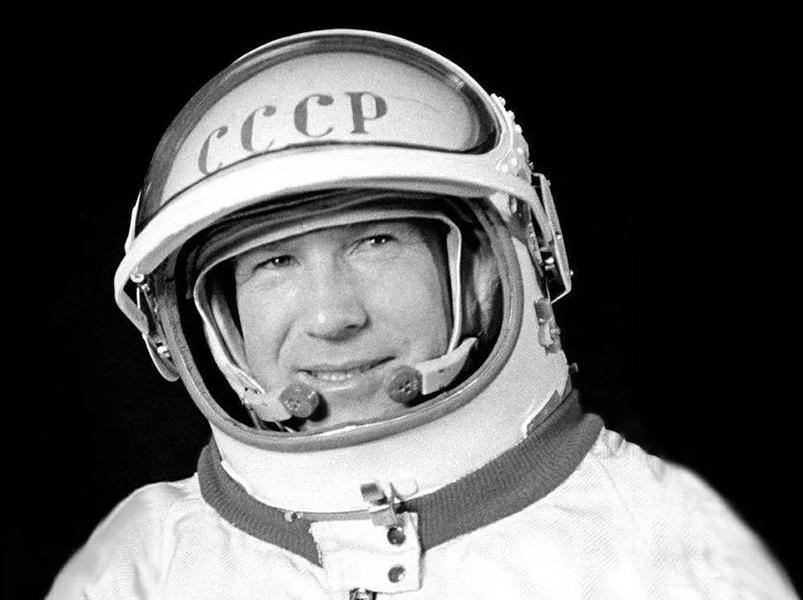 В Москве открыли стелу памяти космонавта Алексея Леонова