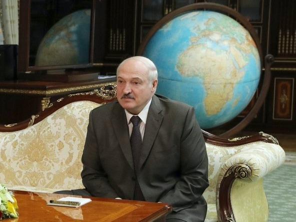 Лукашенко потребовал гарантий безопасности сторонников во время его ухода