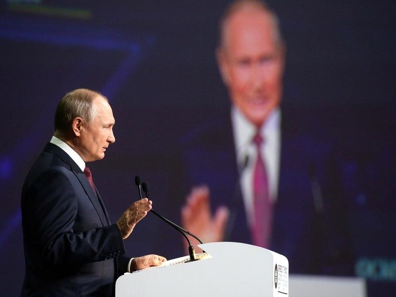 Путин и оппозиция, очиновничивание ПМЭФ, зэки уже на стройке. Главное к 5 июня