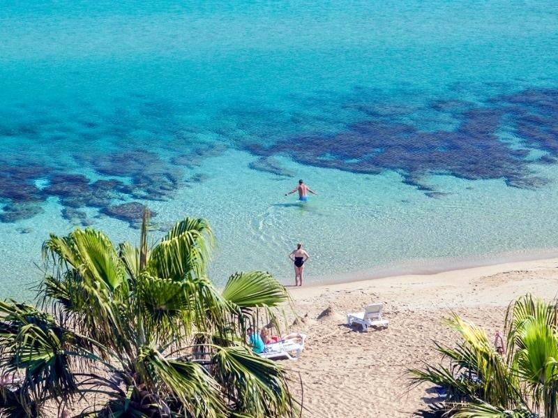 'Лазейка' осталась только для богатых: почему подорожали туры на Кипр