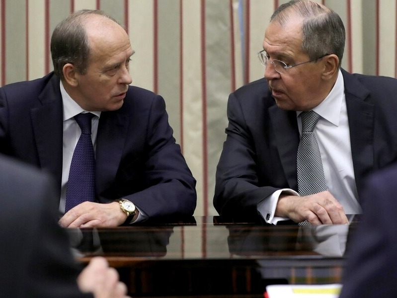 Новые законы, бойкот ЦСКА, санкции РФ, глава ФСБ против адвоката. Главное к 1 мая