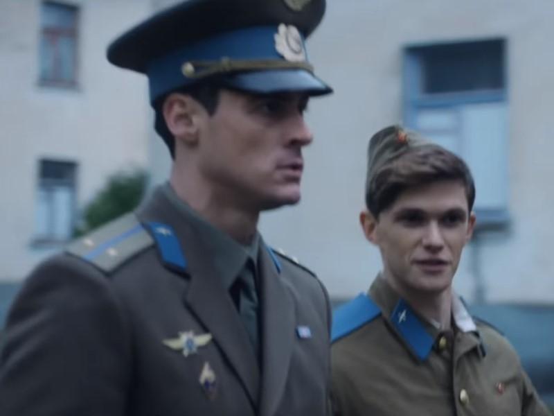 Снятый с показа на ММКФ фильм о любви рядового и лейтенанта покажут в 'СПИД.центре'