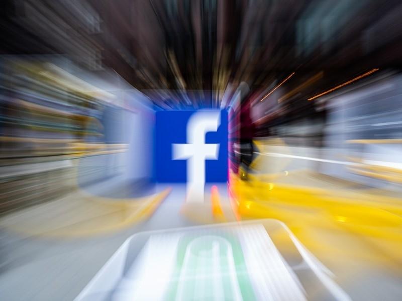 Суд в Москве удовлетворил 8 административных исков против Facebook на 26 млн