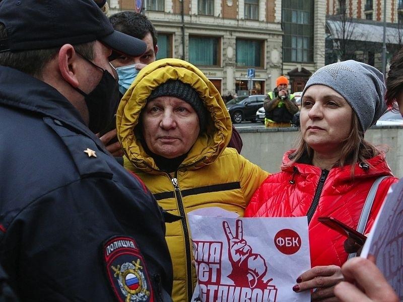 Пропаганда и репрессии помогли власти снизить уровень поддержки протестных акций