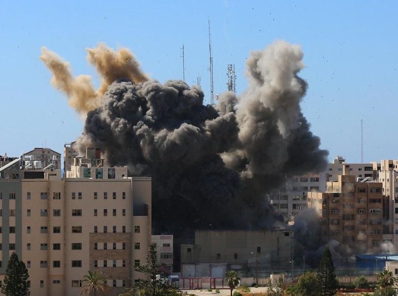 Израиль уничтожил ракетными ударами здание в Газе, где располагались офисы СМИ