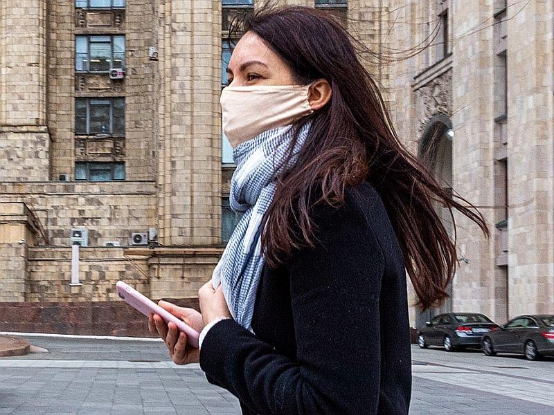 Новые штаммы коронавируса: демограф рассказал, как изменится ситуация в России