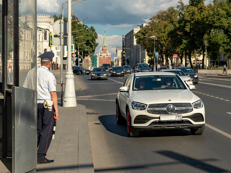'Гнать в шею таких министров!': автосписание штрафов с карт взбесило россиян