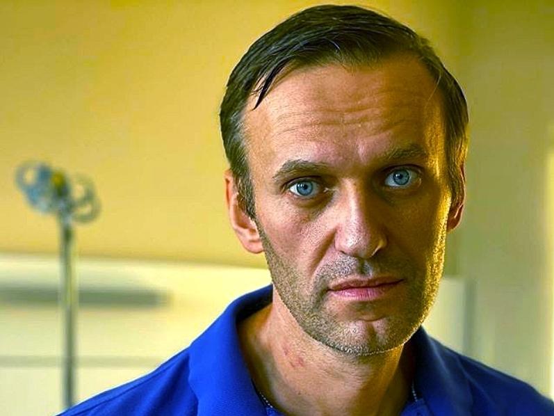 'Кто лежит в робе, лысый?': Навальный объявил голодовку в колонии