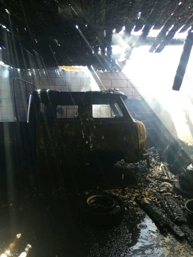 В Смоленской области огонь уничтожил два автомобиля 28 марта