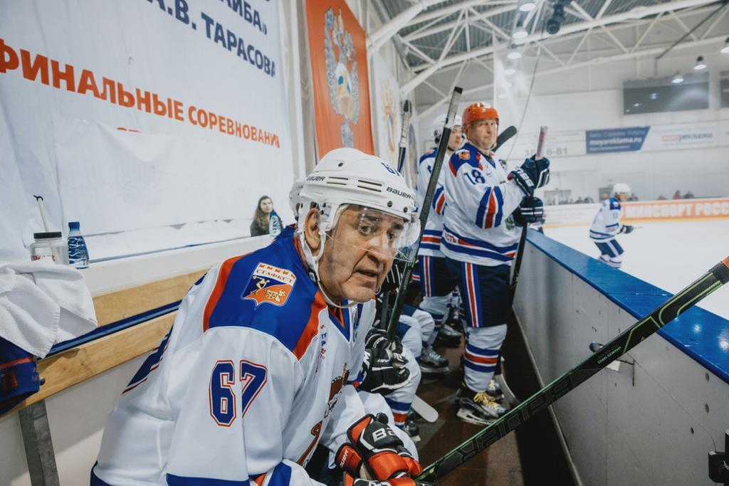 Министр спорта России скрестил клюшки со смоленскими чиновниками