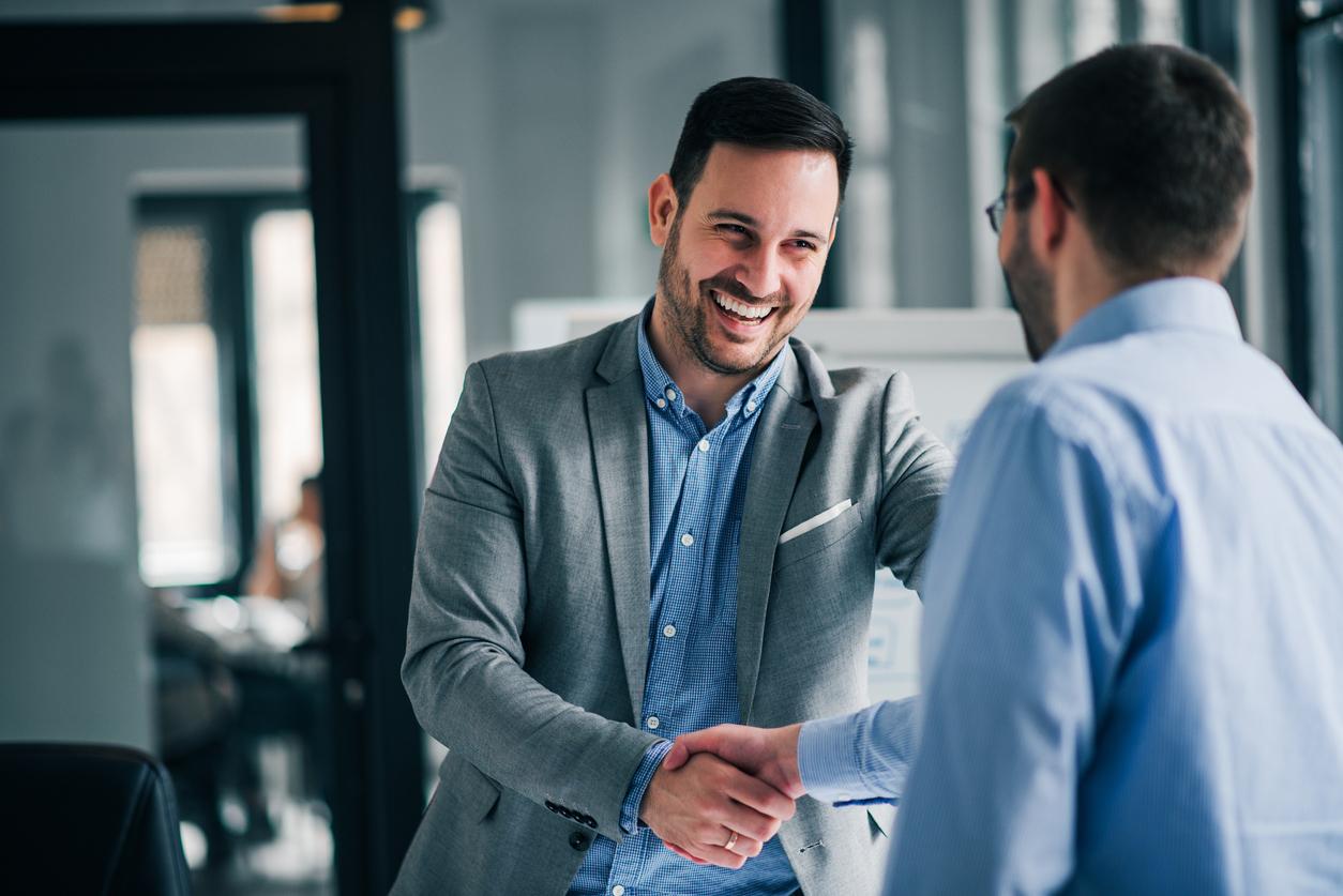 Профессора Стэнфордской школы бизнеса дали 5 советов, как шутить на работе, чтобы стать лучшим руководителем