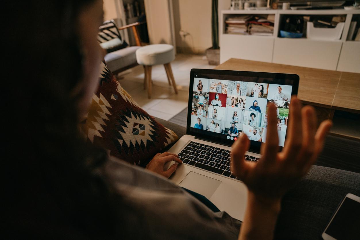 Исследование: женщины устают от видеозвонков сильнее мужчин