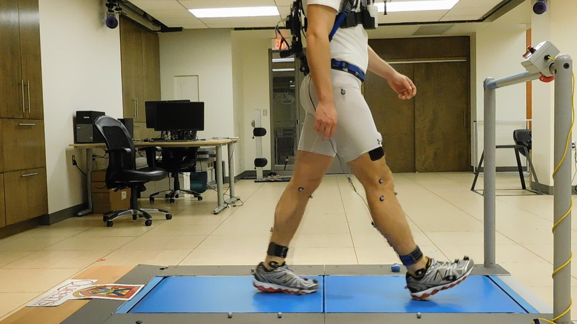 Ученые разработали экзоскелет, который поможет тратить меньше энергии и дольше ходить пешком