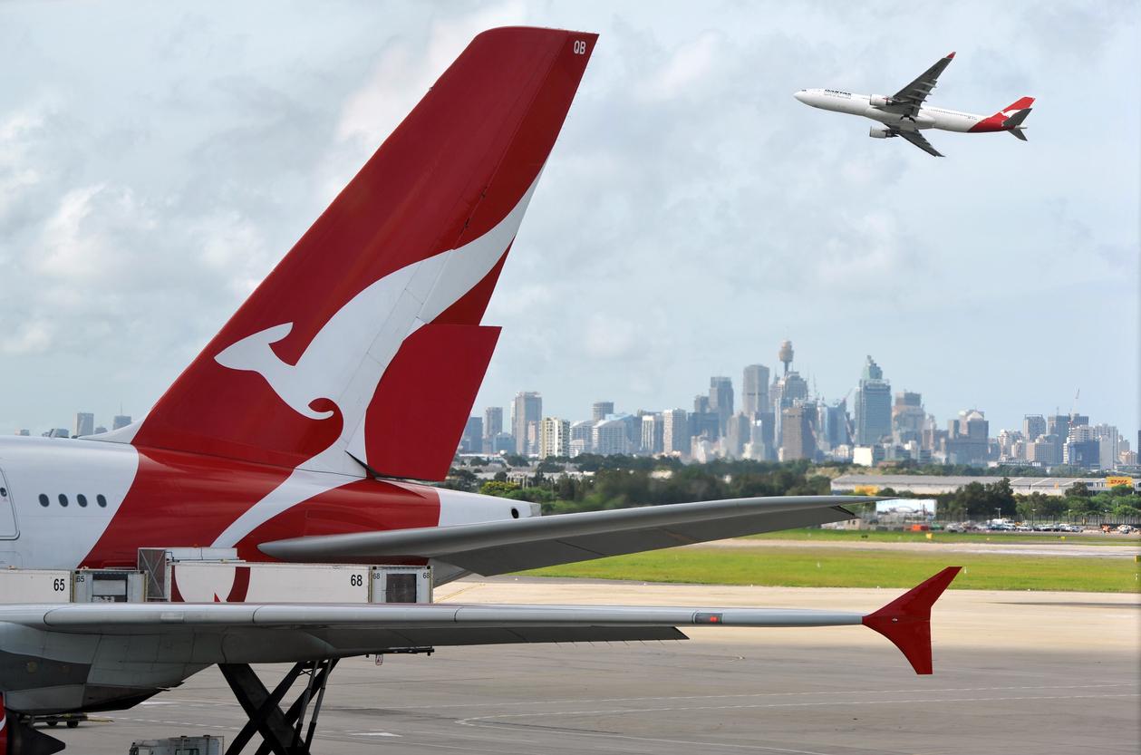 Австралийская авиакомпания разыграет год бесплатных полетов среди привитых пассажиров
