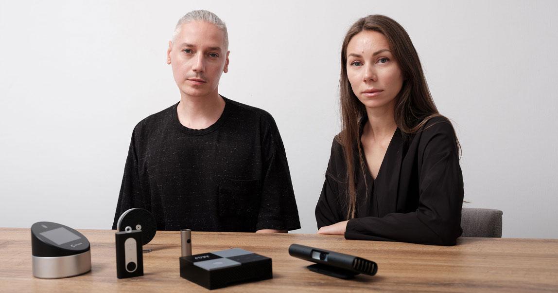 Двое дизайнеров помогали делать «Яндекс.Станцию» и SberPortal, чуть не задохнулись в Китае и придумали измеритель качества воздуха. История notAnotherOne