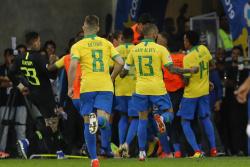 Неймар помог Бразилии обыграть Парагвай, Аргентина упустила победу над Колубией