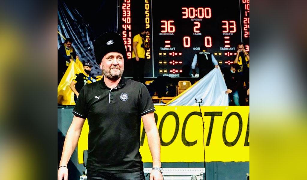 'Наворачиваются слёзы': Шведского тренера растрогал до слёз подарок российского болельщика