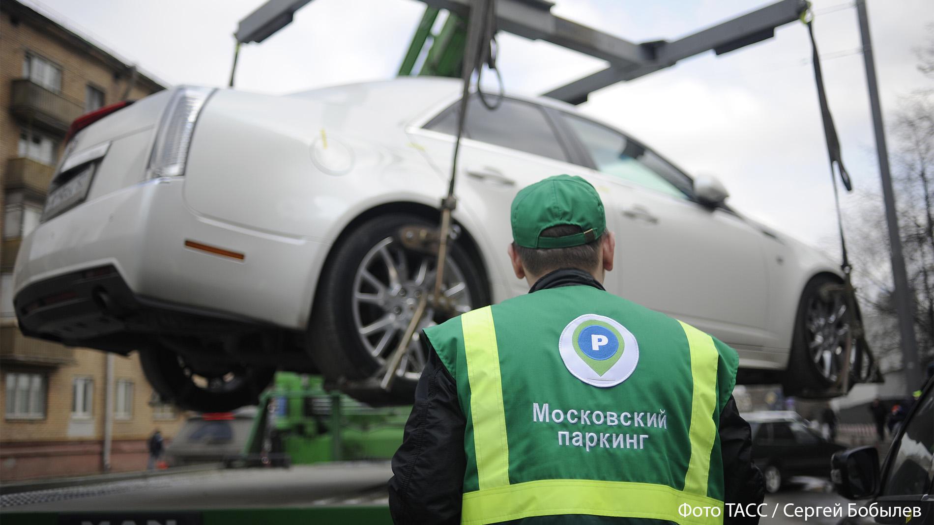 Брошенные Rolls-Royce и Tesla: кто забыл на столичных штрафстоянках роскошные авто