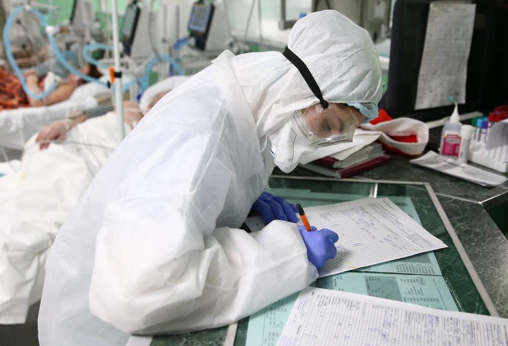 В ВОЗ заявили, что заболеваемость и смертность от ковида в мире вышли на плато