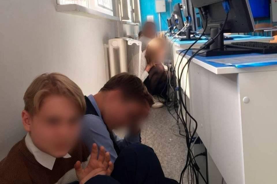 'Я знала — там моя сестрёнка': Что говорят дети, которые прятались во время бойни в казанской школе