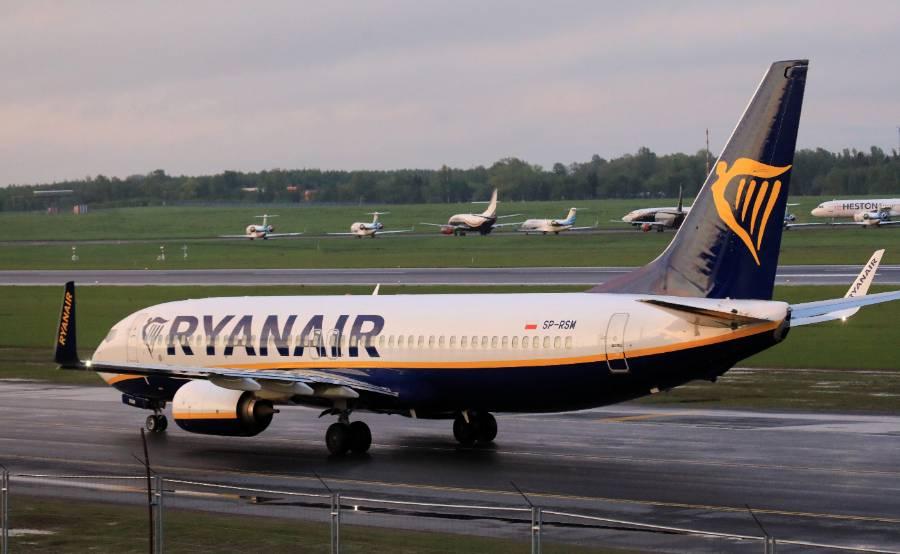 Белорусские пограничники разрешили трём пассажирам самолёта Ryanair остаться в Минске