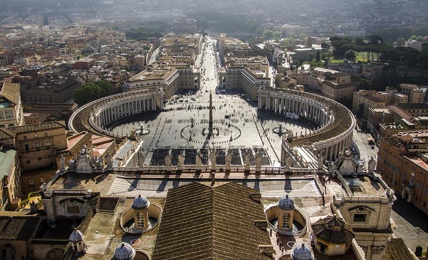 В Киеве объяснили, почему Путин и Зеленский должны встретиться именно в Ватикане