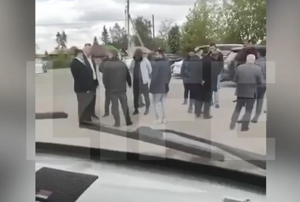 Полиция усилила охрану из-за разъярённых родственников 19-летнего парня, получившего пулю в голову от гаишника