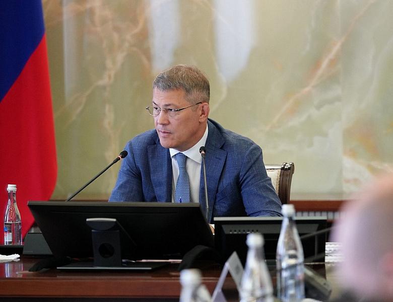 'Одуванчики везде летят': Глава Башкирии раскритиковал коммунальщиков и потребовал 'встряхнуть' руководителя ЖКХ