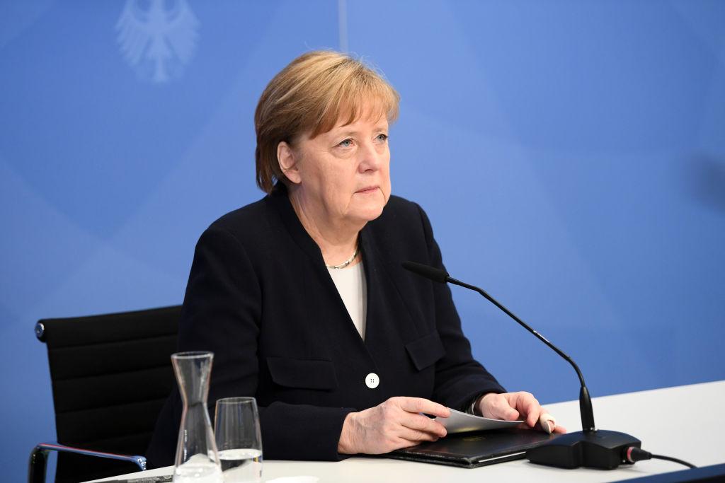 Меркель заявила, что баланс сил в мире изменился из-за 'агрессивного поведения' России