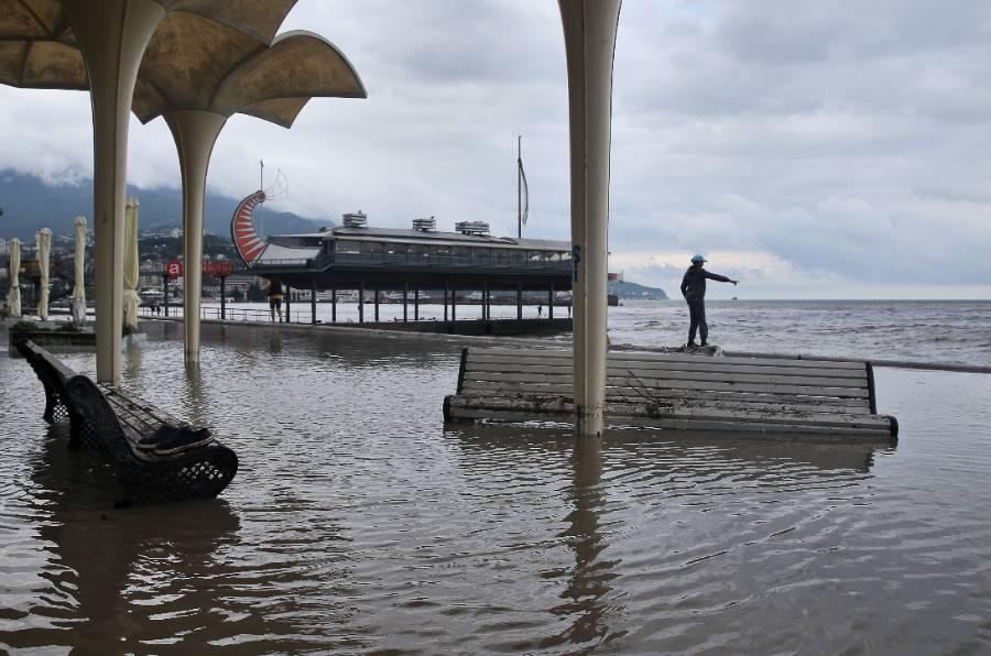 Ростуризм порекомендовал перенести экскурсии в Крыму из-за мощного наводнения
