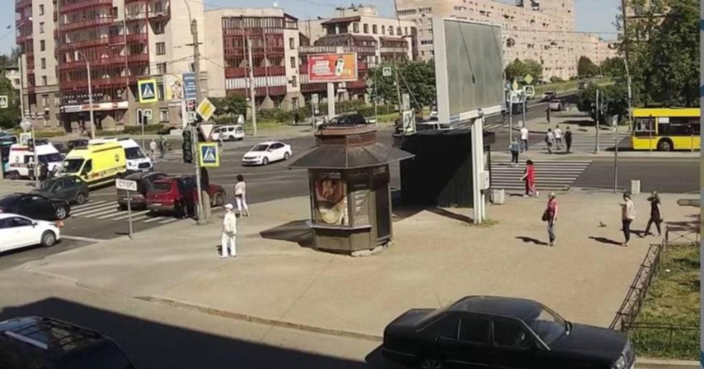 Семь человек пострадали при столкновении двух рейсовых автобусов в Санкт-Петербурге