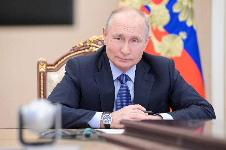 Путин наградил разработчиков российской вакцины от коронавируса 'Ковивак'