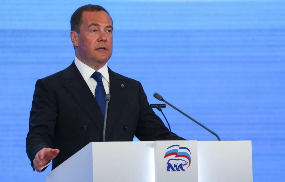 Медведев заявил о необходимости утвердить предвыборную программу 'Единой России' в августе
