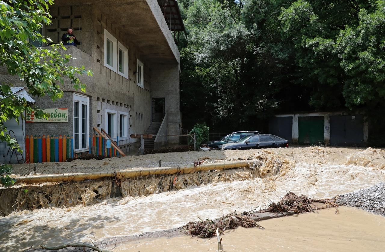 Аксёнов оценил ущерб от подтоплений в Крыму и поручил в сжатые сроки восстановить пострадавшие районы