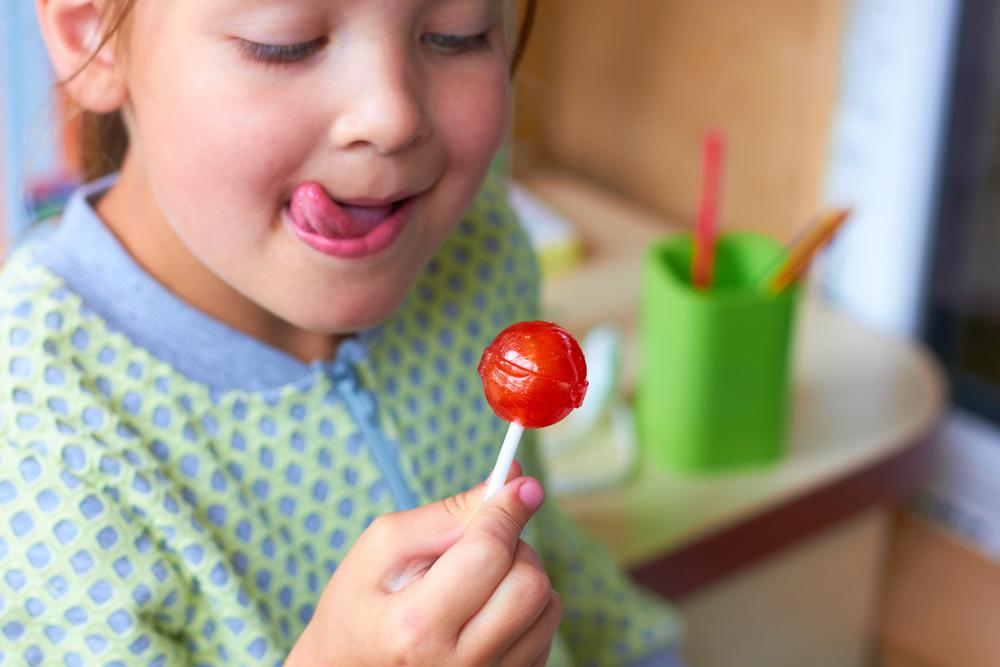 Диетолог перечислил продукты, которые губят здоровье детей