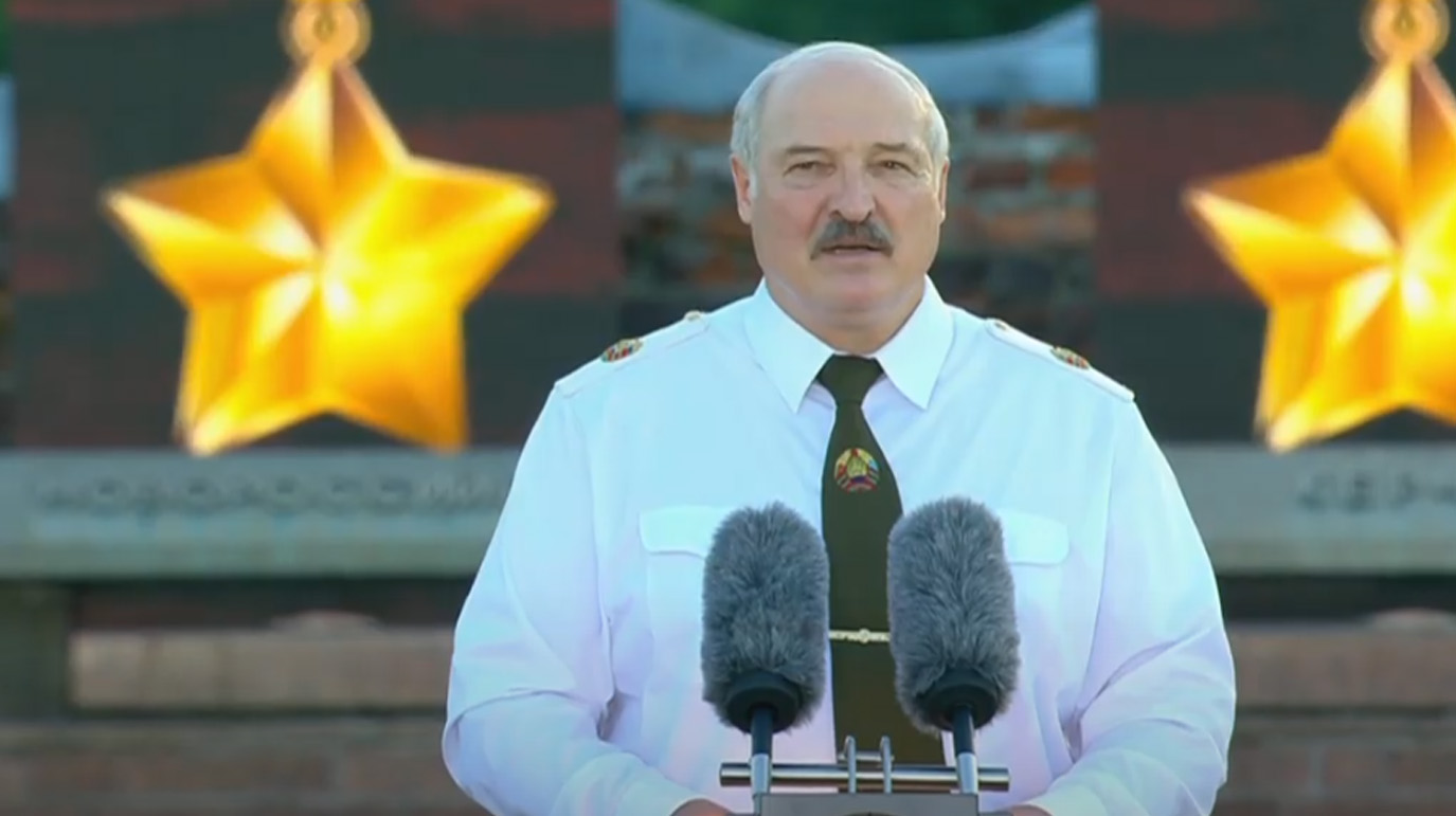 'Вы не должны нас душить': Лукашенко призвал жителей ЕС на 'сто лет встать на колени' перед белорусским народом