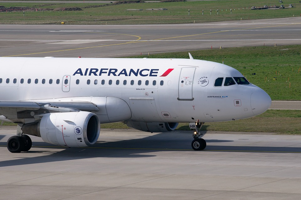 Борт Air France изолирован в аэропорту Парижа после сообщения об угрозе взрыва