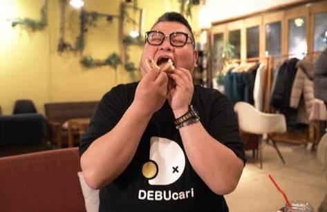 Толстяк на час: В Японии запустился сервис, где каждый может арендовать друга весом более 100 кг