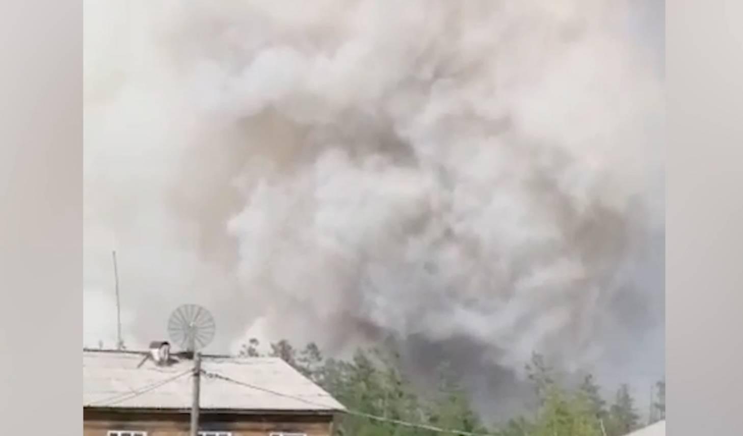 В Якутии лесной пожар вплотную приблизился к жилым посёлкам