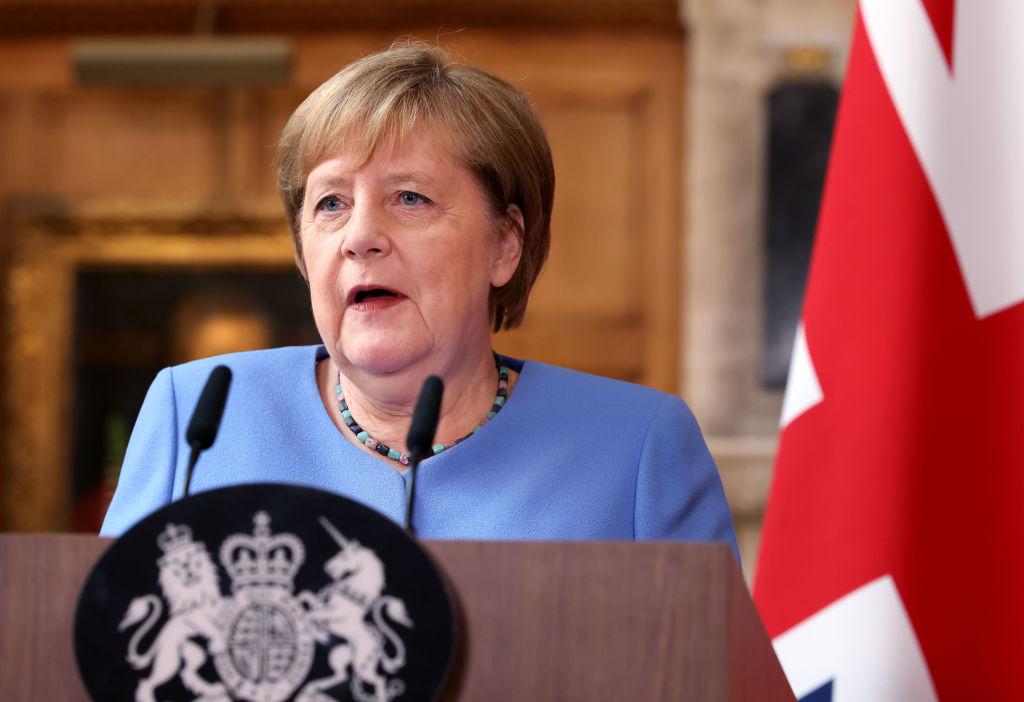 Меркель заверила, что Берлин воспринимает всерьёз тревогу Киева насчёт транзита газа