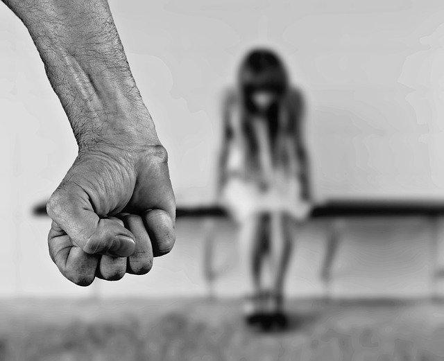 Во Франции признали секс с детьми изнасилованием