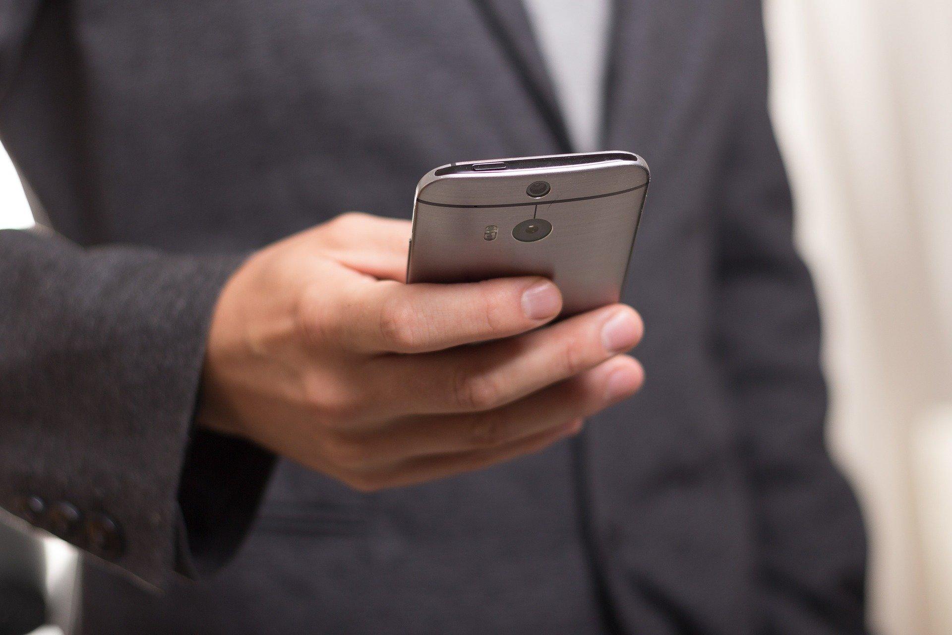 Врач объяснил опасность повсеместного использования смартфона