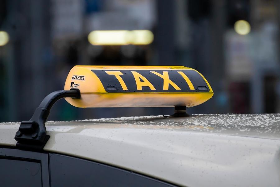 Уснула после вечеринки: москвичка обвинила таксиста в изнасиловании