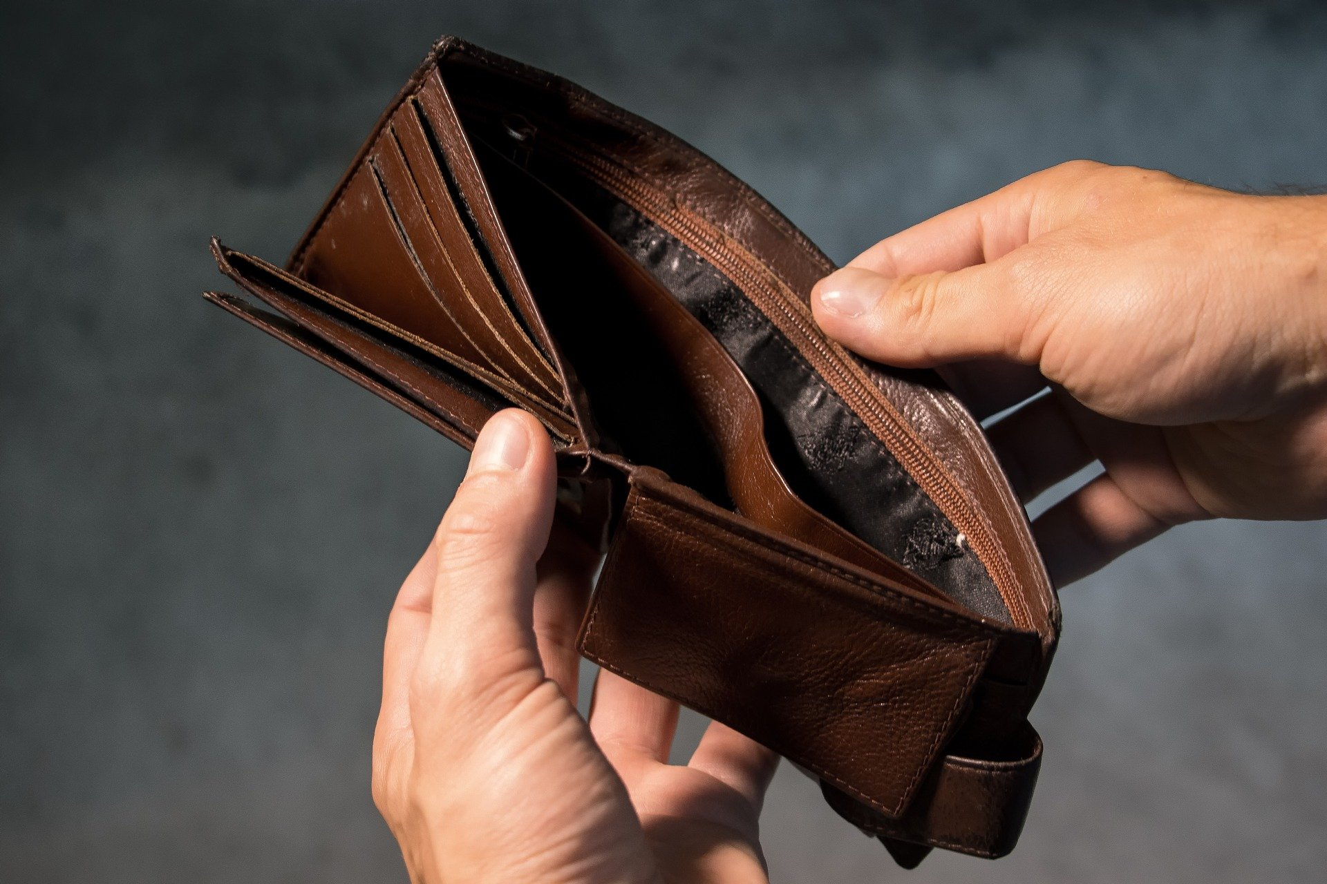 Привыкли терпеть: Психолог пояснила, почему некоторые боятся больших доходов